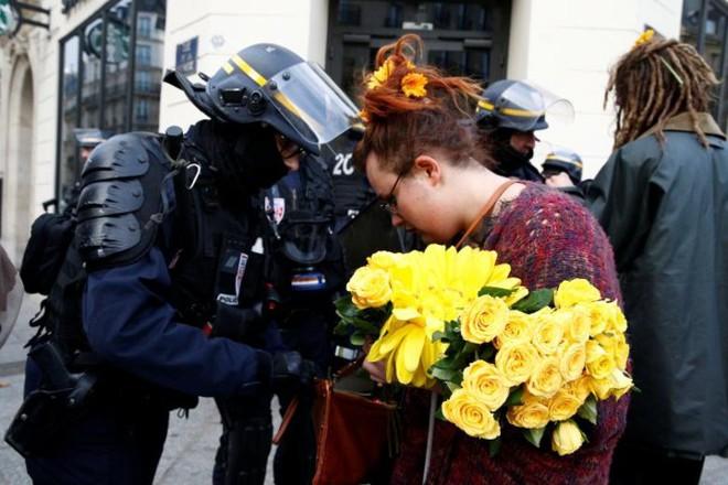 Paris của Pháp tiếp tục hỗn loạn trong đợt biểu tình thứ 4 - Ảnh 18.