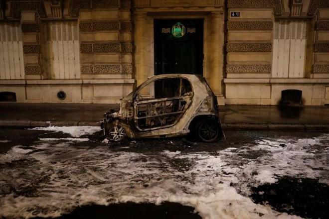 Paris của Pháp tiếp tục hỗn loạn trong đợt biểu tình thứ 4 - Ảnh 8.