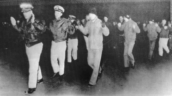 Triều Tiên bắt tận tay tàu gián điệp, Mỹ bẽ bàng nhận lỗi, suýt nổ ra chiến tranh hạt nhân - Ảnh 2.