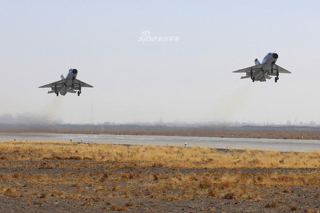 Vì sao Trung Quốc vẫn duy trì mẫu máy bay lạc hậu dù đã có một loạt chiến đấu cơ hiện đại? - Ảnh 2.