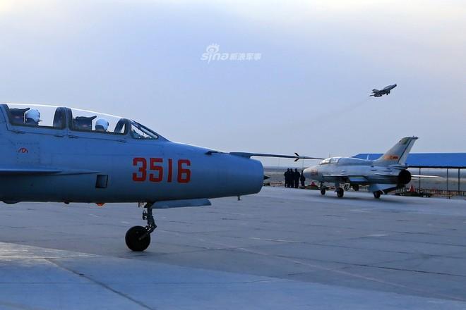 Vì sao Trung Quốc vẫn duy trì mẫu máy bay lạc hậu dù đã có một loạt chiến đấu cơ hiện đại? - Ảnh 1.