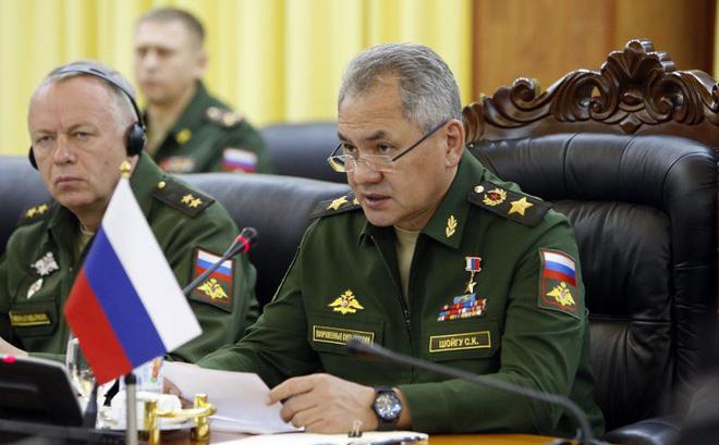 """Tại Việt Nam, Bộ trưởng QP Nga tuyên bố điều gì về S-400 mà nhiều nước """"xếp hàng"""" xin mua?"""