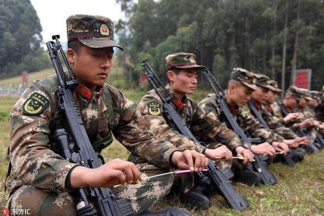 Bài tập kỳ lạ của lính bắn tỉa Trung Quốc - Ảnh 4.