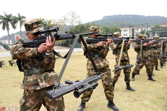 Bài tập kỳ lạ của lính bắn tỉa Trung Quốc - Ảnh 1.