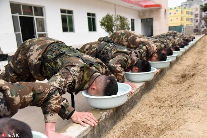 Bài tập kỳ lạ của lính bắn tỉa Trung Quốc - Ảnh 6.