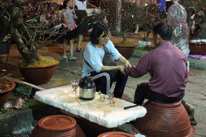 Sát tết hoa còn tồn nhiều, chủ vựa ở Sài Gòn treo biển than thở sao vào chụp hình hoài vậy - Ảnh 12.