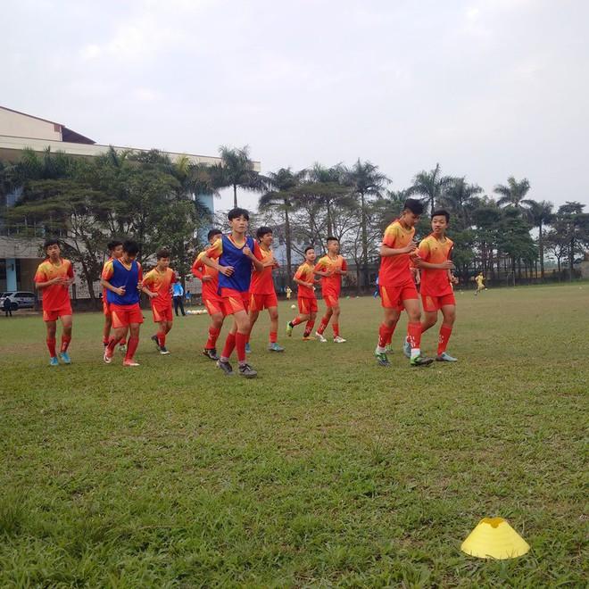 Quang Hải, Văn Hậu và Đức Huy truyền cảm hứng cho các cầu thủ trẻ - Ảnh 2.