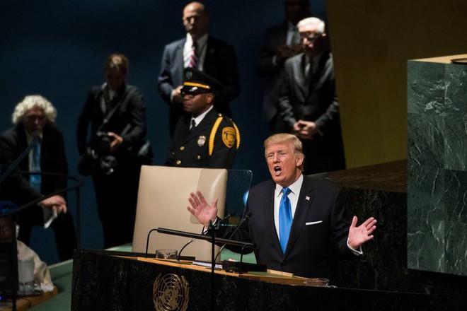 Những đòn cấm vận của ông Trump có thể không bền vững, trở thành con dao hai lưỡi - Ảnh 1.