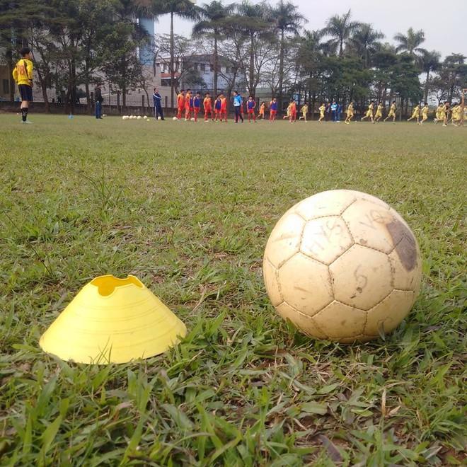 Quang Hải, Văn Hậu và Đức Huy truyền cảm hứng cho các cầu thủ trẻ - Ảnh 3.