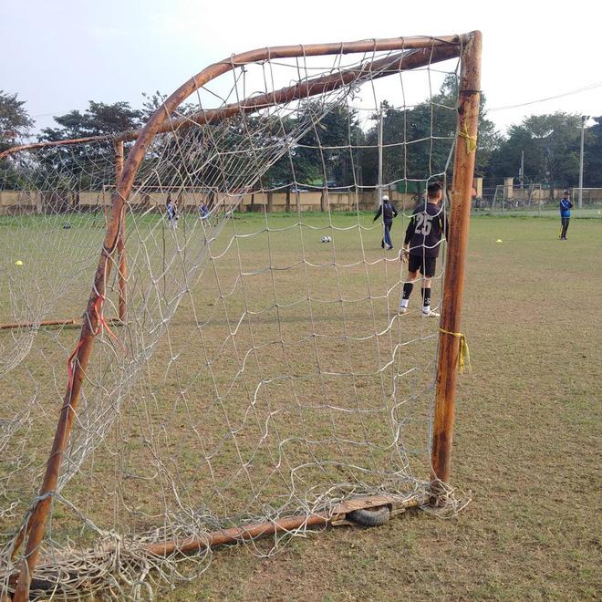 Quang Hải, Văn Hậu và Đức Huy truyền cảm hứng cho các cầu thủ trẻ - Ảnh 4.
