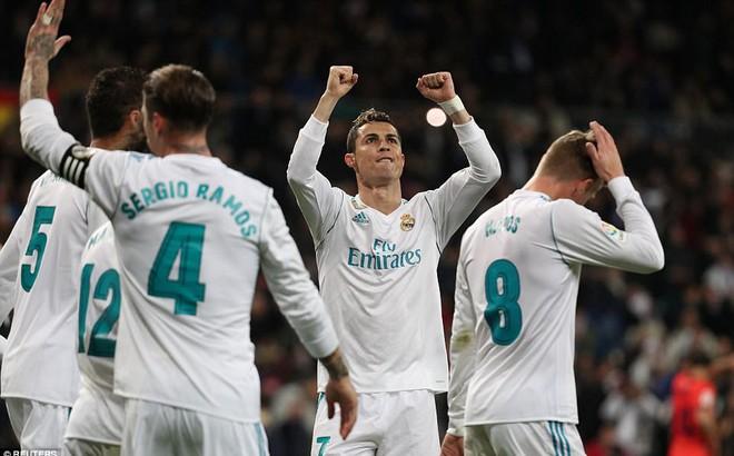 """Ronaldo vùi dập khung thành Sociedad, """"đánh mắt"""" về PSG và Neymar"""