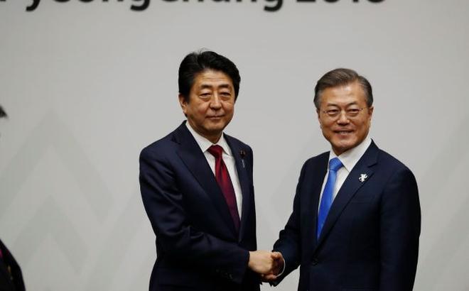 """Đề nghị nhạy cảm về Triều Tiên, thủ tướng Nhật bị tổng thống Hàn """"vỗ mặt"""" không nể nang"""