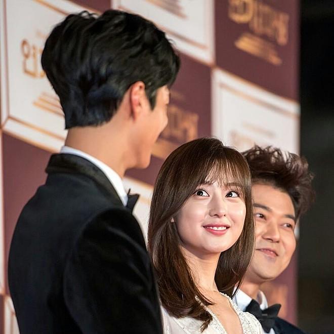 Nam tài tử may mắn nhất châu Á: Từ nữ thần Hậu duệ mặt trời, Yoona cho đến loạt mỹ nhân đều nhìn ngây ngốc - Ảnh 2.