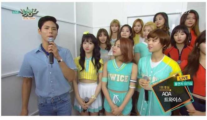 Nam tài tử may mắn nhất châu Á: Từ nữ thần Hậu duệ mặt trời, Yoona cho đến loạt mỹ nhân đều nhìn ngây ngốc - Ảnh 9.