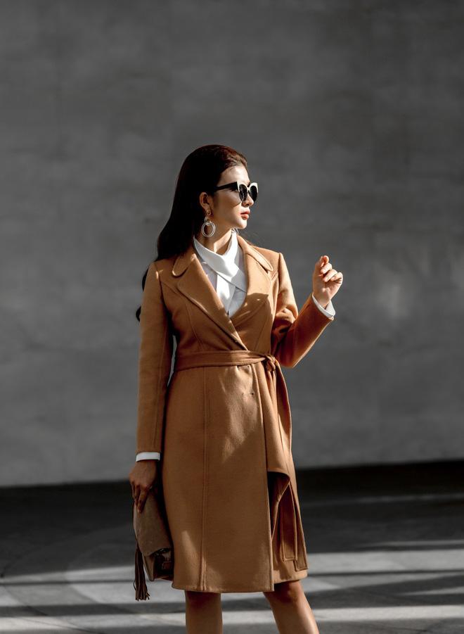 Kim Tuyến ăn mặc quyến rũ, sang chảnh đi dạo phố dịp cuối năm - Ảnh 2.
