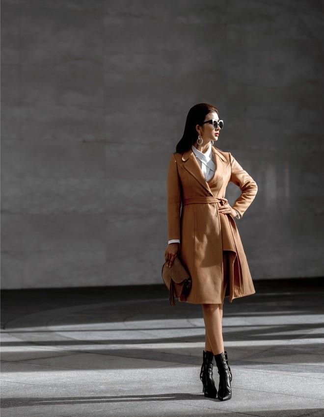 Kim Tuyến ăn mặc quyến rũ, sang chảnh đi dạo phố dịp cuối năm - Ảnh 1.