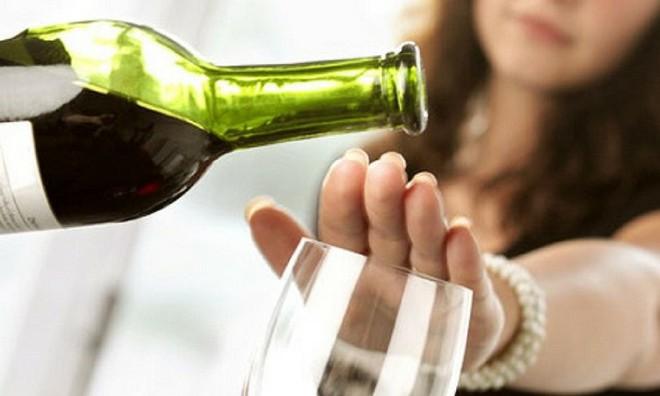 Ngộ độc rượu: Nguyên nhân, triệu chứng và cách xử trí - Ảnh 3.