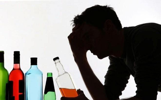 Ngộ độc rượu: Nguyên nhân, triệu chứng và cách xử trí