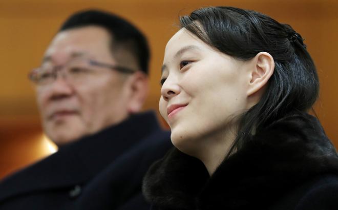 Phân tích ngôn ngữ cơ thể của bà Kim Yo Jong, các chuyên gia thấy gì?