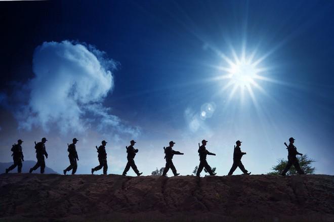 Muốn chiến thắng, trước hết mỗi người lính phải... sống đã - Ảnh 2.