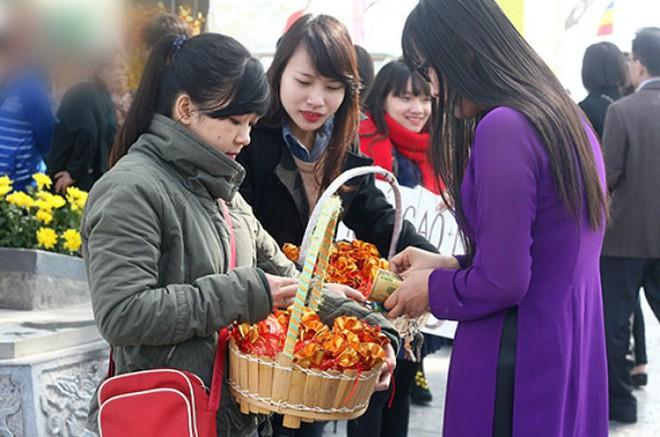 Người Việt quan niệm mua muối đầu năm sẽ may mắn, thuận lợi