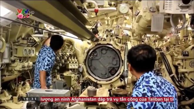 Hình ảnh hiếm về tàu ngầm Kilo 636 VN: Khoang vũ khí và hành trình rẽ sóng trên mặt nước - Ảnh 3.