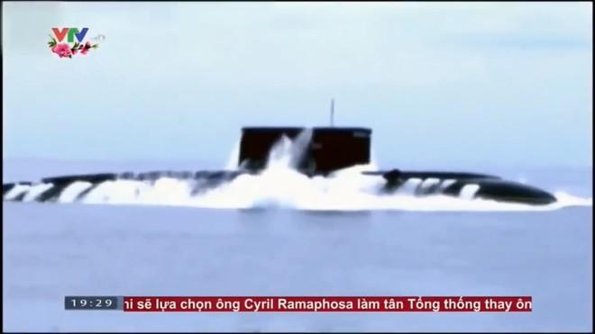Hình ảnh hiếm về tàu ngầm Kilo 636 VN: Khoang vũ khí và hành trình rẽ sóng trên mặt nước - Ảnh 1.