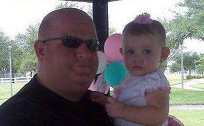 Người thầy giáo anh hùng trong vụ xả súng đẫm máu Florida, lấy thân mình che chắn cho học sinh khỏi đường đạn tử thần
