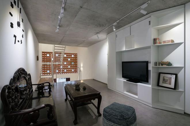 Báo Mỹ viết về ngôi nhà siêu hẹp, siêu méo nhưng đẹp như kiệt tác kiến trúc ở Sài Gòn - Ảnh 7.