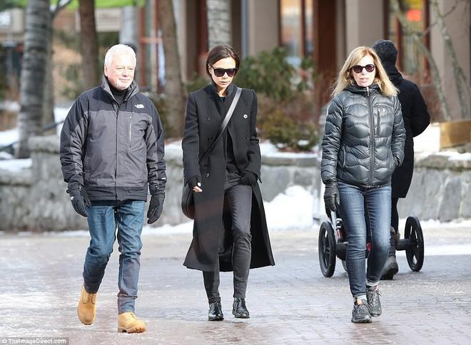 Công chúa nhỏ Harper Beckham diện đồ cực xinh trổ tài trượt tuyết cùng bố và anh trai - Ảnh 12.