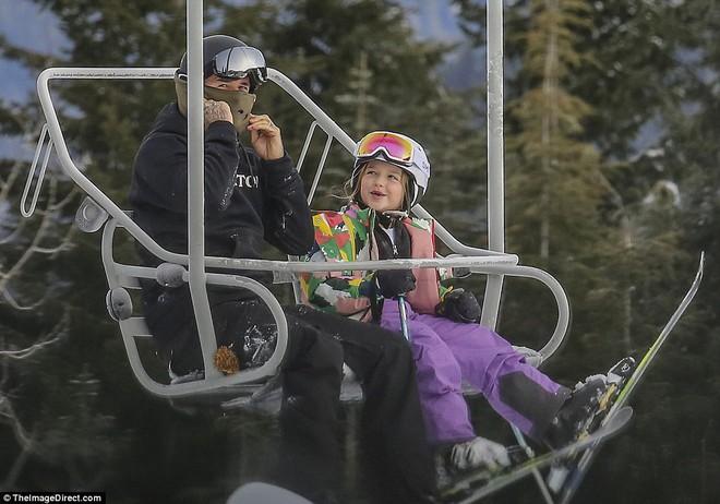 Công chúa nhỏ Harper Beckham diện đồ cực xinh trổ tài trượt tuyết cùng bố và anh trai - Ảnh 13.