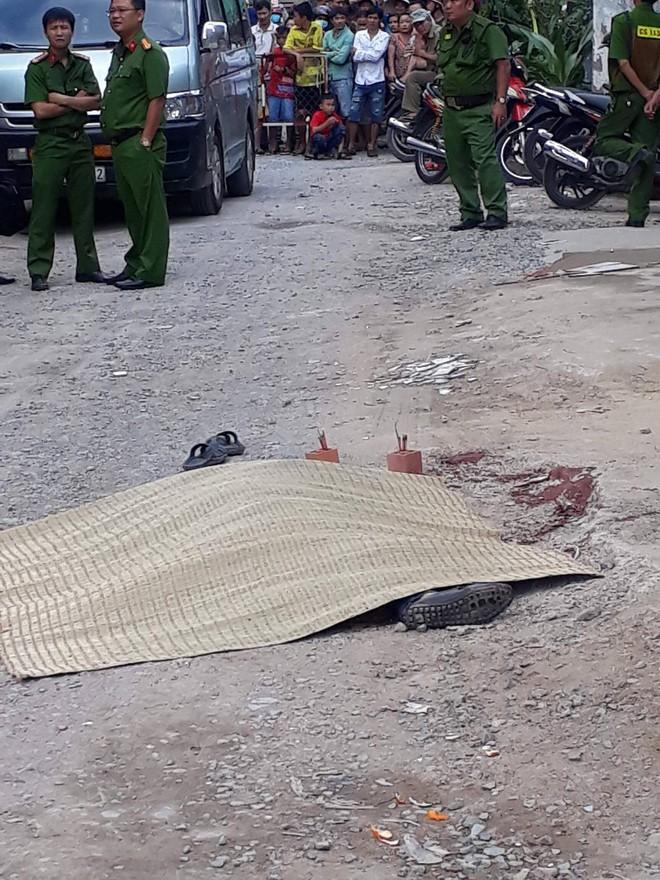 Nam thanh niên bị đâm tử vong sau cuộc nhậu, thi thể nằm ngoài đường - Ảnh 1.