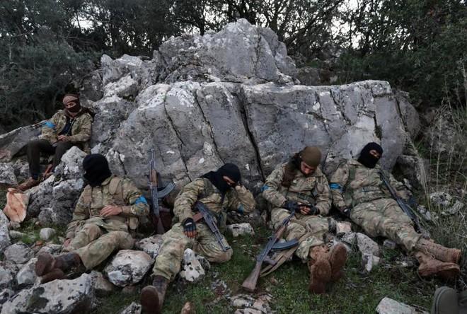 24h qua ảnh: Phút nghỉ ngơi của phiến quân gần điểm nóng chiến sự Afrin tại Syria - Ảnh 6.