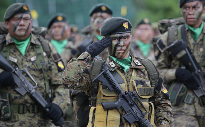BTQP Lorenzana: Chiến cơ Trung Quốc từ biển Đông có thể dội bom Philippines trong 15 phút