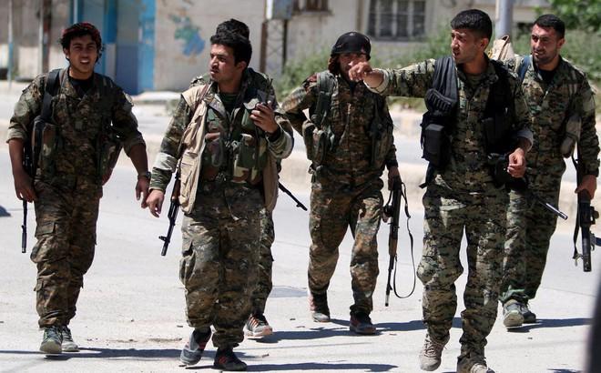 """Syria đưa quân tới Afrin: Bài học cay đắng cho người Kurd """"khi hoạn nạn"""""""