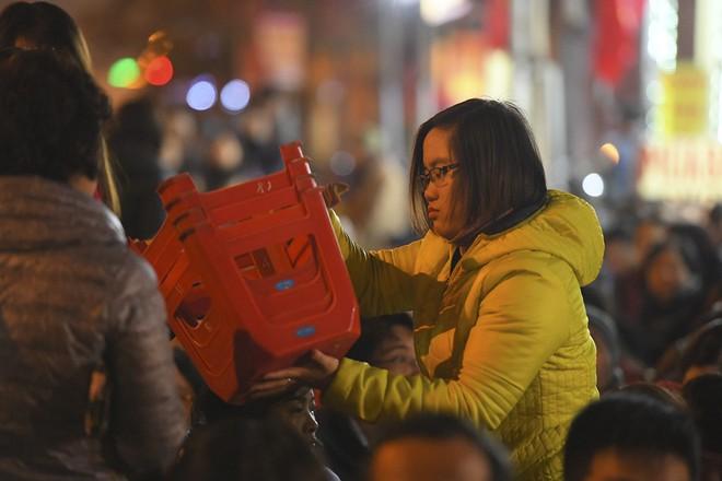 Kiếm tiền triệu nhờ cho thuê ghế ngồi dâng sao giải hạn ở chùa Phúc Khánh - Ảnh 10.