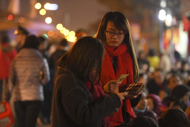 Kiếm tiền triệu nhờ cho thuê ghế ngồi dâng sao giải hạn ở chùa Phúc Khánh - Ảnh 6.