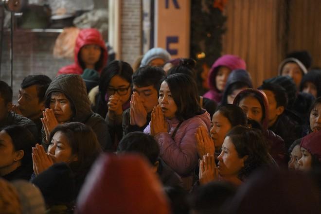 Kiếm tiền triệu nhờ cho thuê ghế ngồi dâng sao giải hạn ở chùa Phúc Khánh - Ảnh 11.