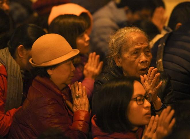 Kiếm tiền triệu nhờ cho thuê ghế ngồi dâng sao giải hạn ở chùa Phúc Khánh - Ảnh 12.