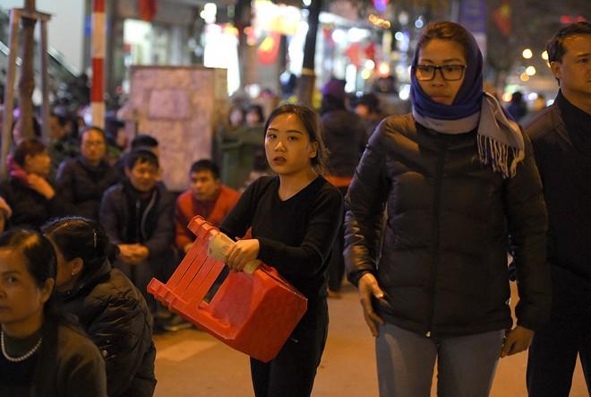 Kiếm tiền triệu nhờ cho thuê ghế ngồi dâng sao giải hạn ở chùa Phúc Khánh - Ảnh 5.