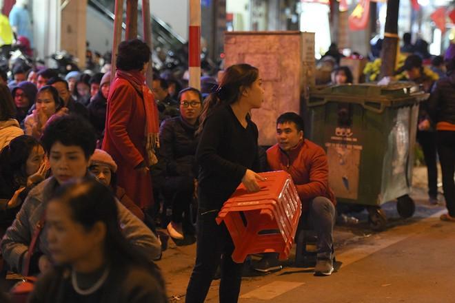 Kiếm tiền triệu nhờ cho thuê ghế ngồi dâng sao giải hạn ở chùa Phúc Khánh - Ảnh 7.