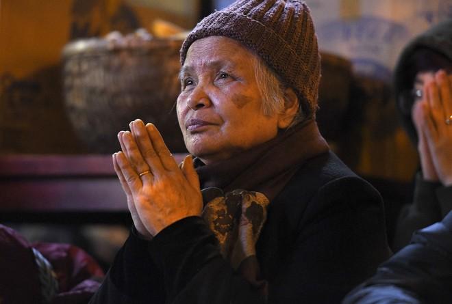 Kiếm tiền triệu nhờ cho thuê ghế ngồi dâng sao giải hạn ở chùa Phúc Khánh - Ảnh 13.