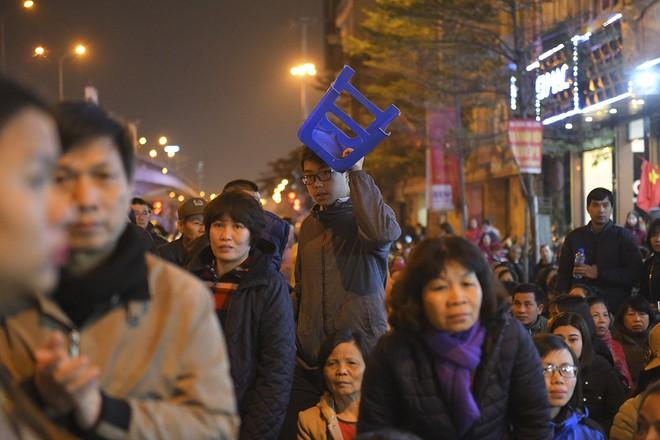 Kiếm tiền triệu nhờ cho thuê ghế ngồi dâng sao giải hạn ở chùa Phúc Khánh - Ảnh 9.