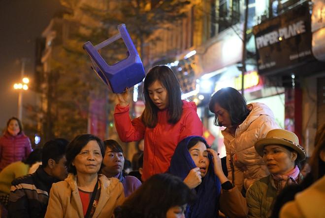 Kiếm tiền triệu nhờ cho thuê ghế ngồi dâng sao giải hạn ở chùa Phúc Khánh - Ảnh 8.