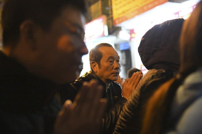 Kiếm tiền triệu nhờ cho thuê ghế ngồi dâng sao giải hạn ở chùa Phúc Khánh - Ảnh 14.