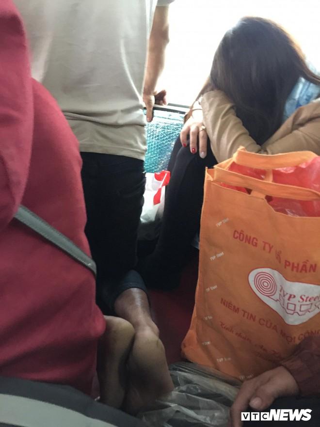 Kẻ đứng người quỳ trên xe khách giường nằm vào TP.HCM sau Tết - Ảnh 5.