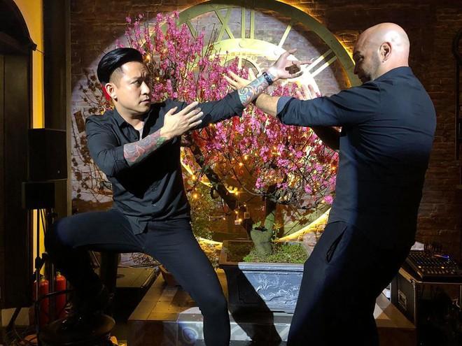 Tuấn Hưng vui vẻ so tài cùng võ sư nổi tiếng Francois Flores trong lần hội ngộ - Ảnh 2.