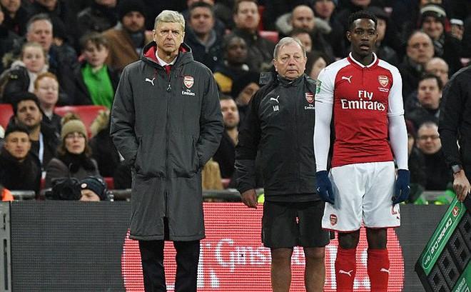 """Nổi cáu với trọng tài, Wenger bị """"tặng"""" một câu đau thấu gan ruột"""