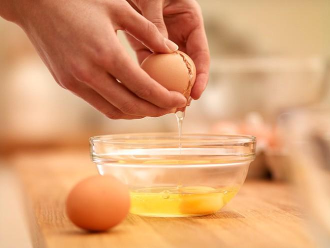 Sự thật về trứng: Trứng gà ta có bổ hơn trứng gà công nghiệp? Nên ăn bao nhiêu trứng/tuần? - Ảnh 1.