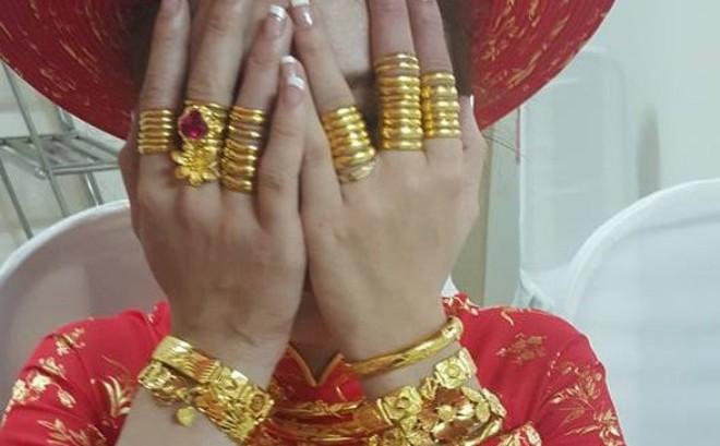 """Ngày cưới """"được"""" chị chồng cho vàng giả, lại còn đem khoe khắp nơi, nàng dâu"""